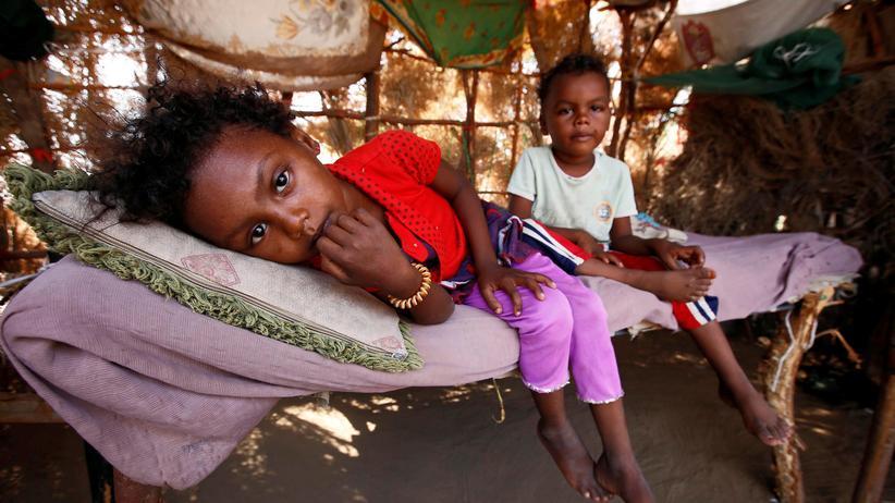 Jemen: Von der schwierigen Lage betroffene Kinder in Hodeida im Jemen