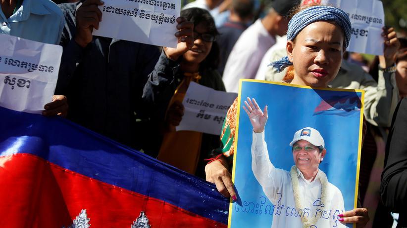 Kambodscha: CNRP-Anhänger demonstrieren für die Freilassung von Parteiführer Kem Sokha.