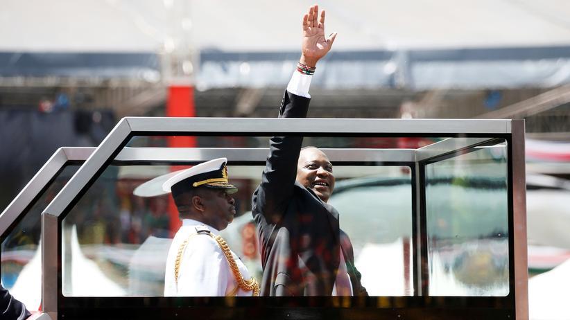 Kenia: Uhuru Kenyatta als kenianischer Präsident vereidigt