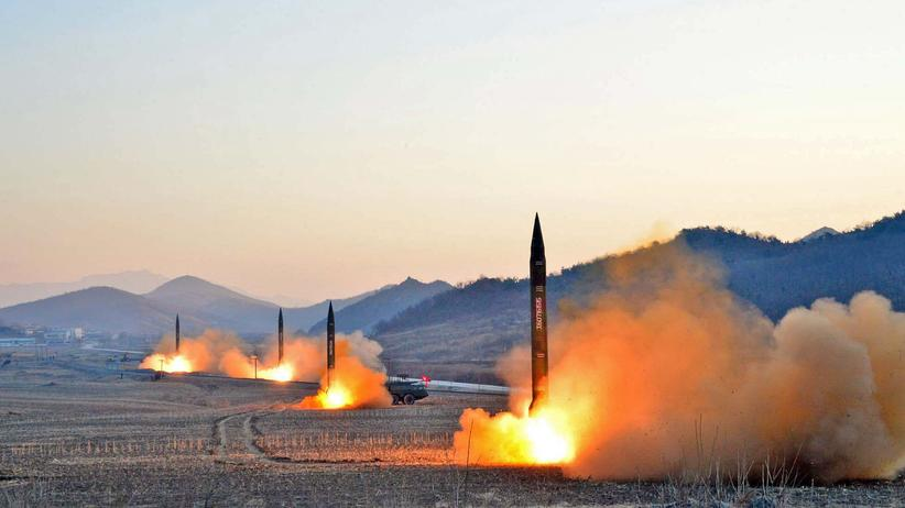 Nordkorea-Konflikt: Offizielle Bilder von einem nordkoreanischen Raketentest