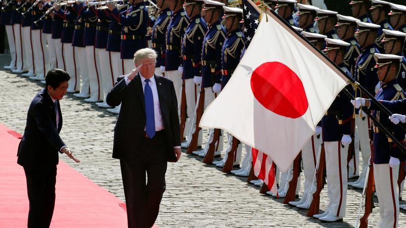 Donald Trump kommt zu Gesprächen über Nordkorea in Südkorea an