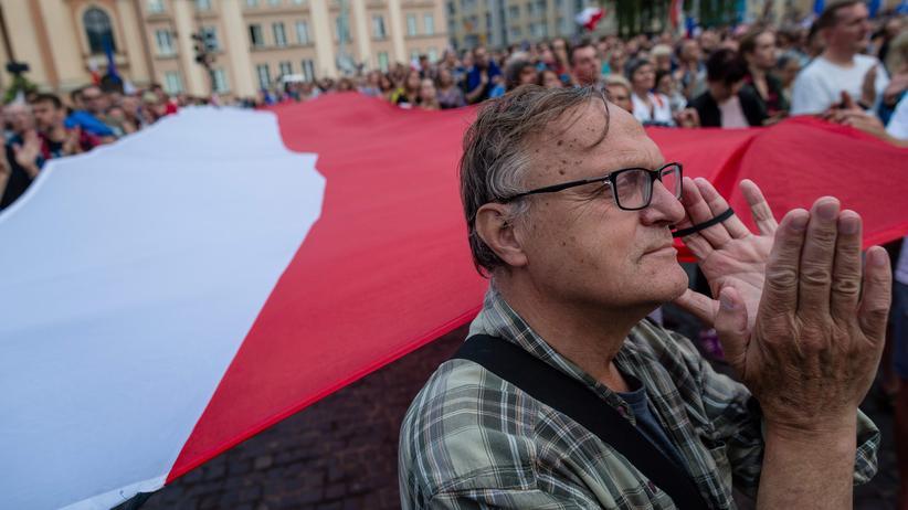 Polen: Demonstration gegen die polnischen Justizreformen vor dem Obersten Gerichtshof in Warschau