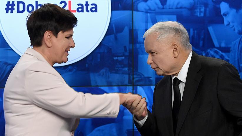 Polen: Jarosław Kaczyński, Chef der polnischen Regierungspartei PiS, und die Ministerpräsidentin Beata Szydło