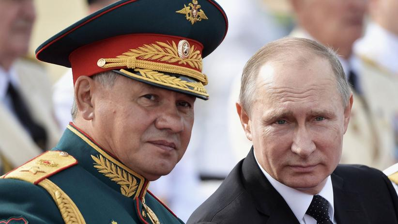 """""""Islamischer Staat"""": Russlands Verteidigungsminister Sergei Shoigu und Präsident Wladimir Putin"""