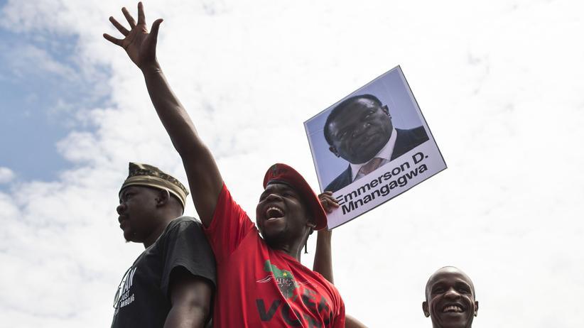 Simbabwe: Regierungspartei kündigt Mugabes Amtsenthebung an