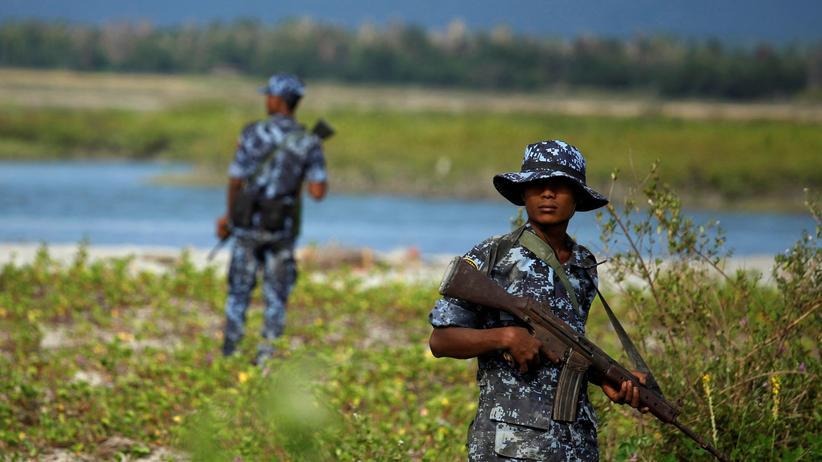 Myanmar: Grenzkontrollen der myanmarischen Polizei bewachen den Übergang zum Nachbarland Bangladesch.