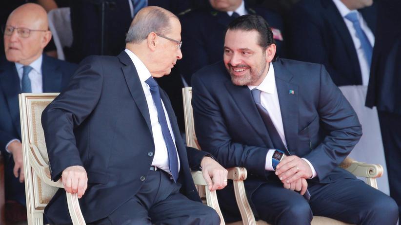 Libanon: Saad Hariri (rechts) sitzt bei einer Parade zum Unabhängigkeitstag neben Präsident Michel Aoun.