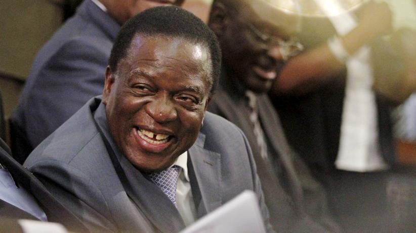 Simbabwe: Simbabwes Vizepräsident Emmerson Mnangagwa spricht am 25. August im Parlament in Harare, der Hauptstadt von Simbabwe.