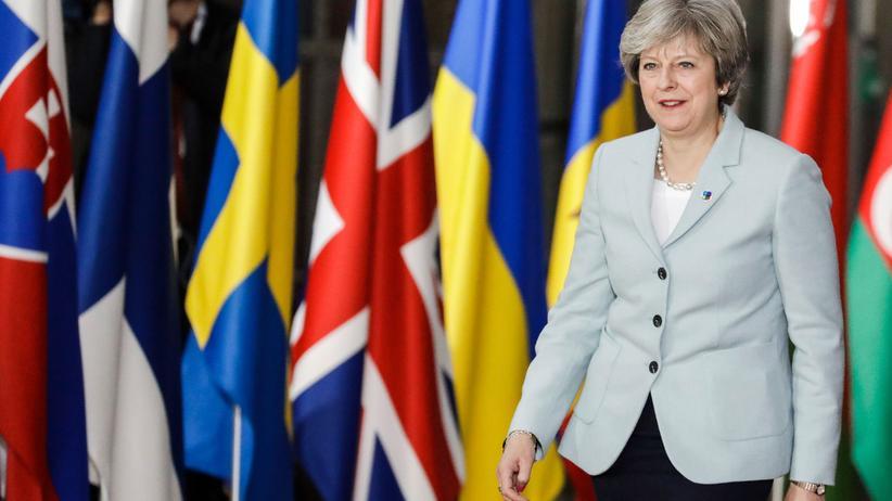 Theresa May in Brüssel : Brexit bedeutet Poker