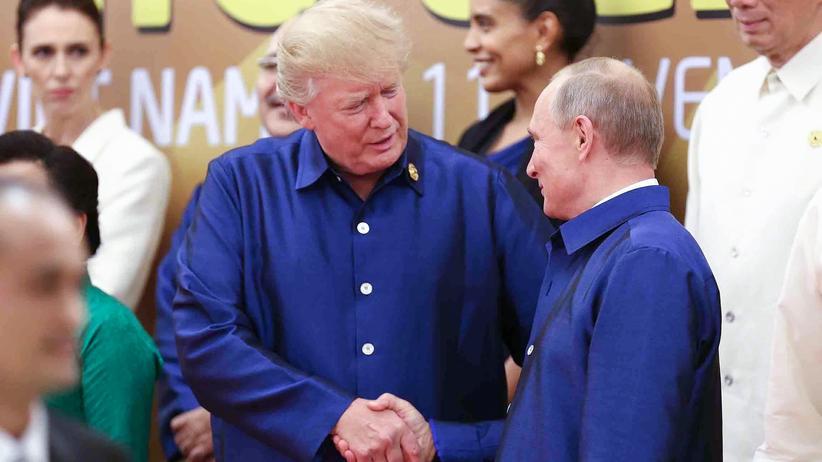 Russland-Affäre: US-Präsident Donald Trump und Russlands Präsident Wladimir Putin auf dem Apec-Gipfel in Vietnam