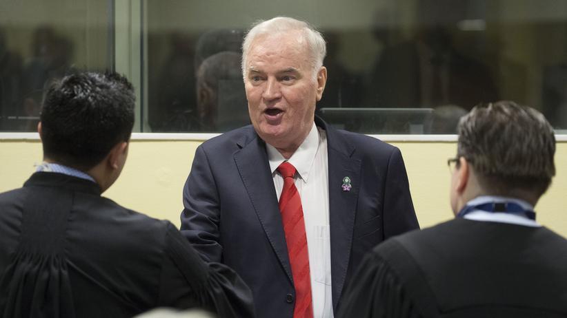 Massaker von Srebrenica: Ratko Mladić zu lebenslanger Haft verurteilt