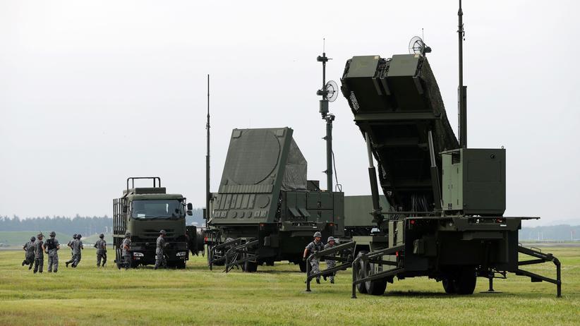 Aufrüstung: Die USA hat das Patriot-Abwehrsystem (PAC-3) auch schon an Japan – hier die Luftwaffenbasis Yokota bei Tokyo – verkauft, das es im Fall einer Bedrohung durch Nordkorea einsetzen würde.