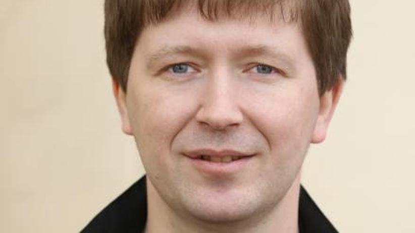Russland: Andrej Soldatow wurde 1975 geboren. Er arbeitete für die Zeitungen Iswestija, Moscow News und Novaja Gazeta. Zusammen mit Irina Borogan veröffentlichte er mehrere Bücher über den russischen Geheimdienst und betreibt agentura.ru, eine Website über die Arbeit von Geheimdiensten.