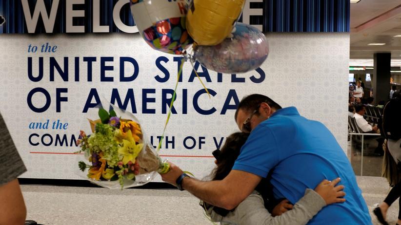 Einreiseverfahren: Richter hebt Trumps Stopp für Familiennachzug auf