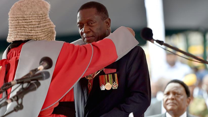 Simbabwe: Mnangagwa beruft mehrere Militärs ins Kabinett