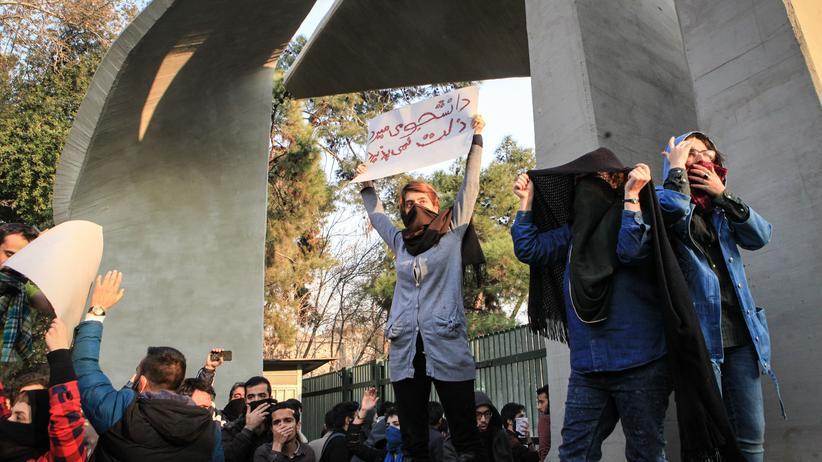 Iran: Demonstranten an der Universität in Teheran im Iran