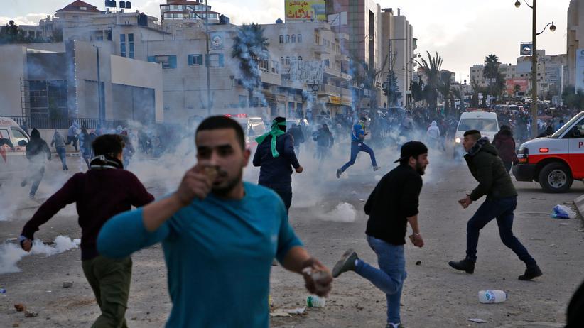 Israel: Palästinensische Protestierer nahe der Siedlung Beit El, Westjordanland