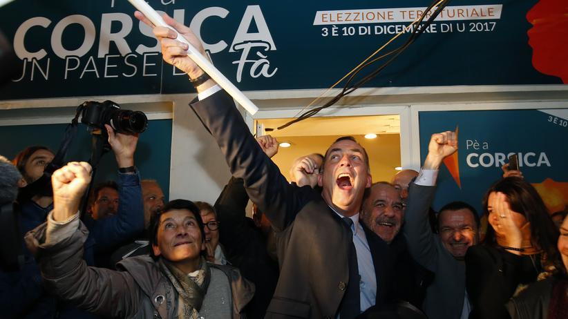 Frankreich: Gilles Simeoni, der Kandidat der nationalistischen Partei Pe a Corsica, nach der Verkündung des Ergebnisses in der korsischen Stadt Bastia