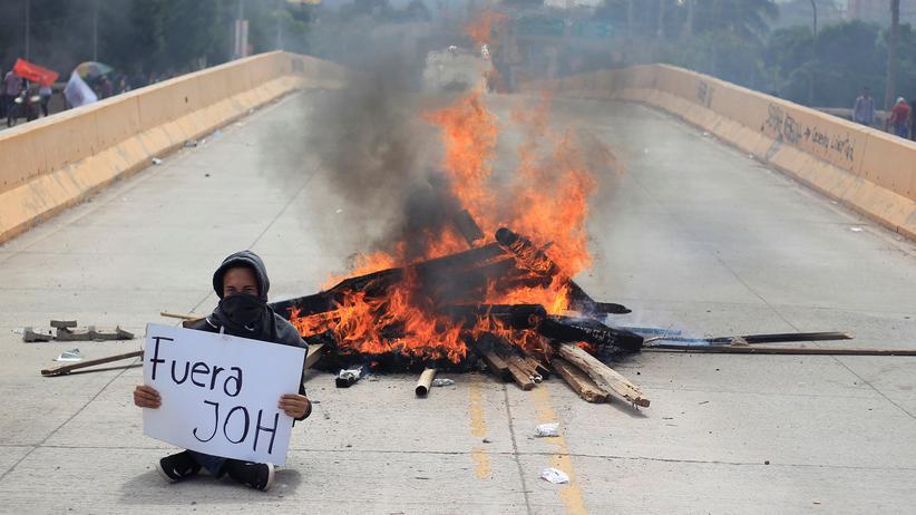 Mittelamerika: Ein Unterstützer von Präsidentschaftskandidat Salvador Nasralla während einer Demonstration in Tegucigalpa, Honduras