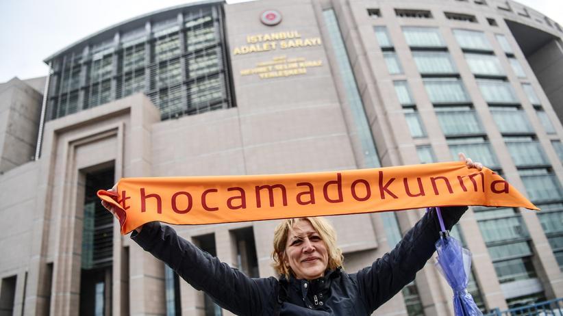 """Türkei: 150 Akademiker wegen """"terroristischer Propaganda"""" vor Gericht"""