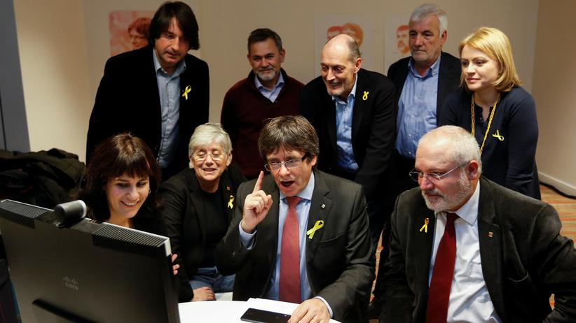 Katalonien: Rajoy will Regieren von Puigdemont aus Exil verhindern