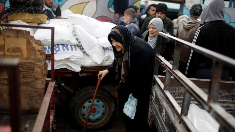 Nahostkonflikt: Lebensmittelverteilung des UNRWA im Al-Shati-Flüchtlingscamp in Gaza