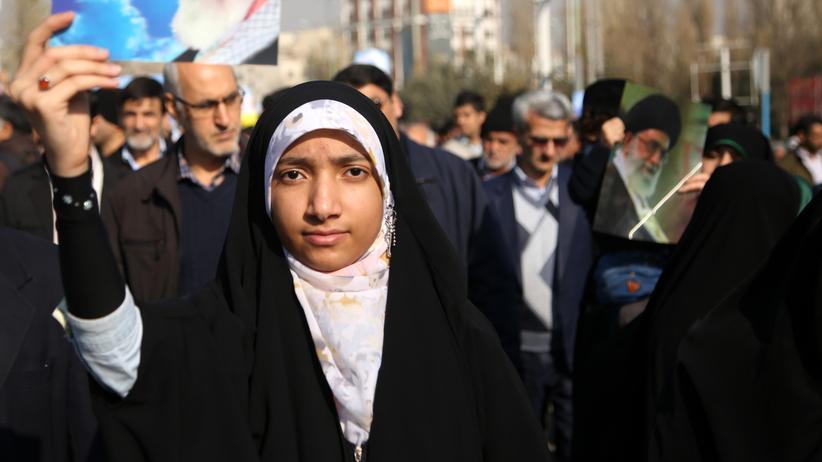 Iran: Sonderkommission prüft Schicksal inhaftierter Demonstranten
