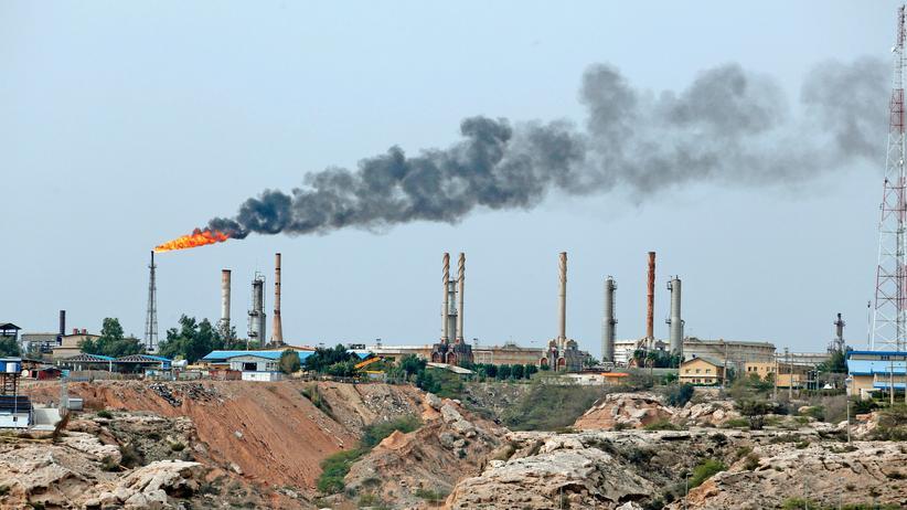 Wirtschaft im Nahen Osten: Der Iran gehört zu den ölreichsten Ländern der Welt, die Erdölproduktion hatte sich zuletzt verdoppelt. Bei der Bevölkerung kommt aber nur wenig davon an.
