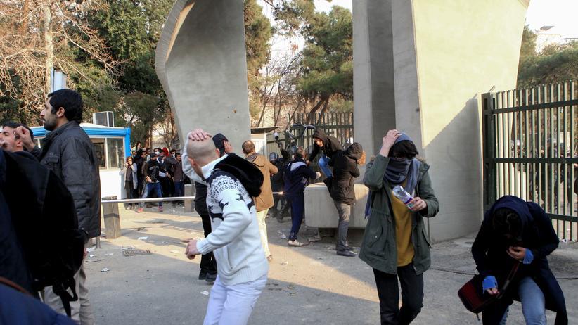 Iran: Abgeordneter meldet 3.700 Festnahmen bei Protesten