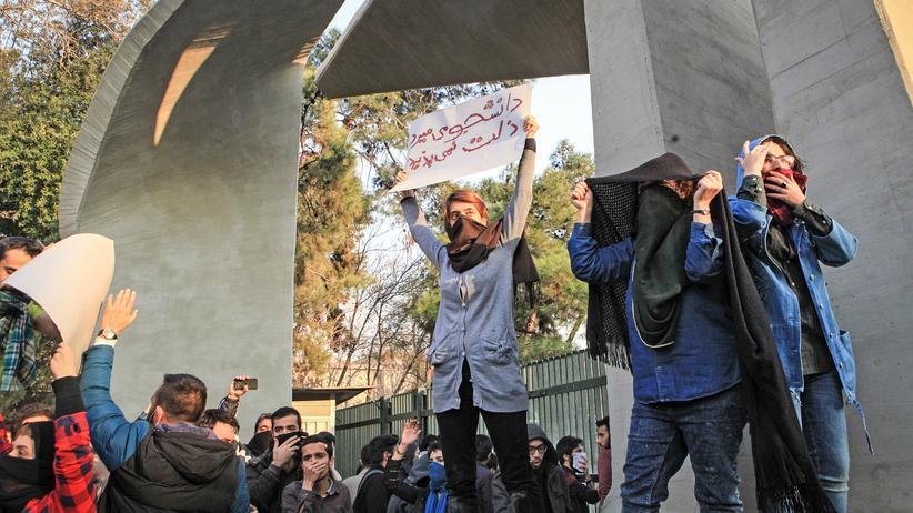 Unruhen im Iran: Der Frust bringt sie auf die Straße