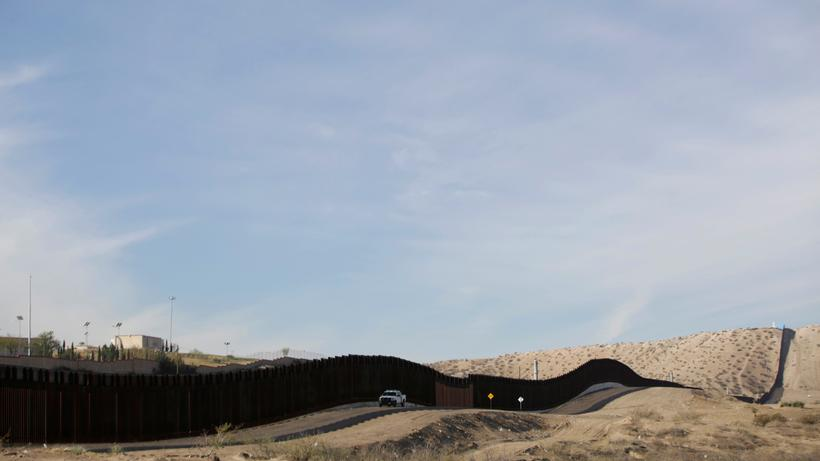 Usa Trump Fordert 18 Milliarden Dollar Vom Kongress Fur Mauerbau