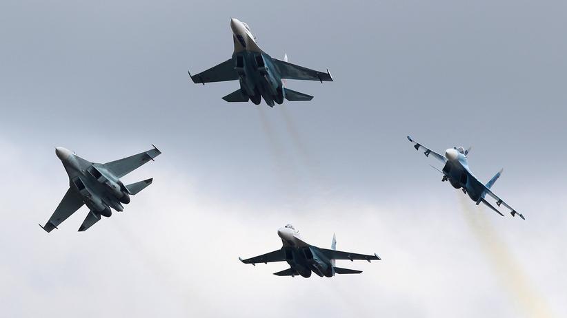 """Schwarzes Meer: Su-27-Kampfjets bei der """"Russia Arms Expo 2013"""", einer internationalen Messe für Waffen, Militärequipment und Munition."""
