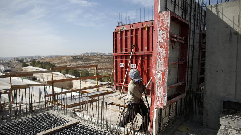 Siedlungsbau: Bauarbeiter errichten Wohnungen im besetzten Westjordanland.
