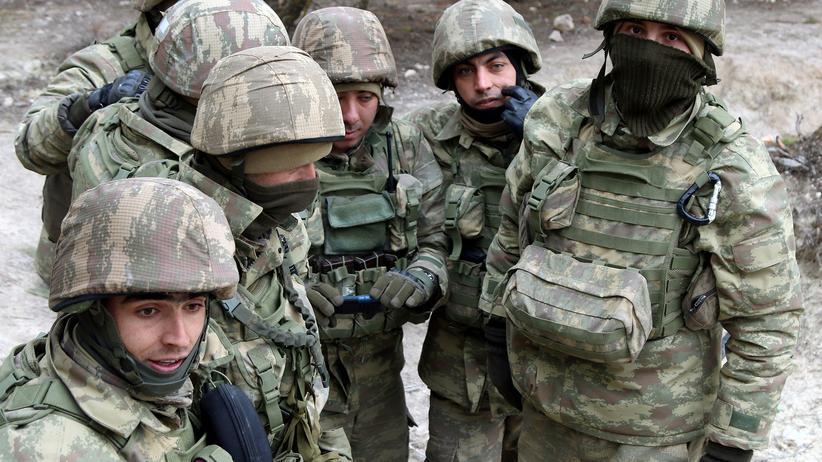 Offensive in Afrin: Türkische Soldaten in der Nähe der syrischen Grenzstadt Azaz