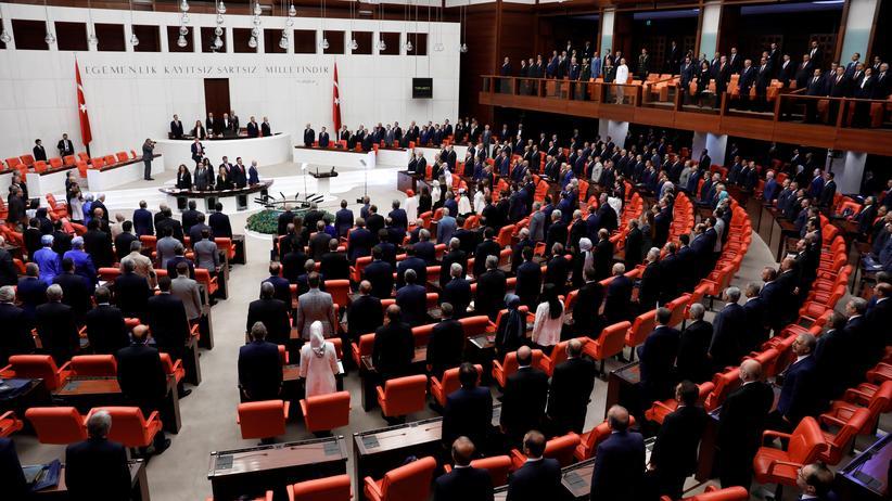 Recep Tayyip Erdoğan: Türkei verlängert Ausnahmezustand