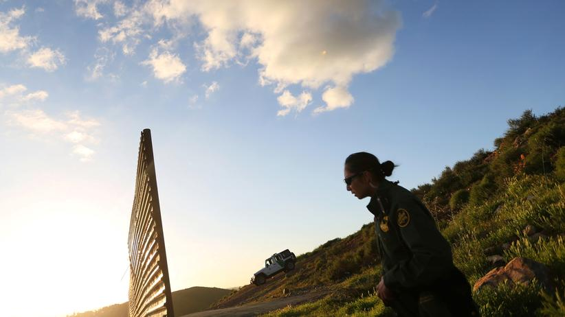 US-Einwanderungspolitik: Patrouille an der Grenze zwischen den USA und Mexiko bei Tijuana