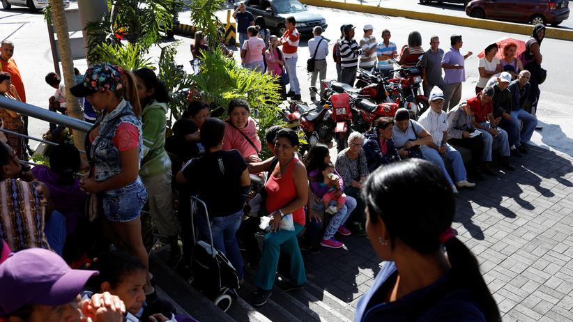 Venezuela: Soldaten sichern Supermärkte ab