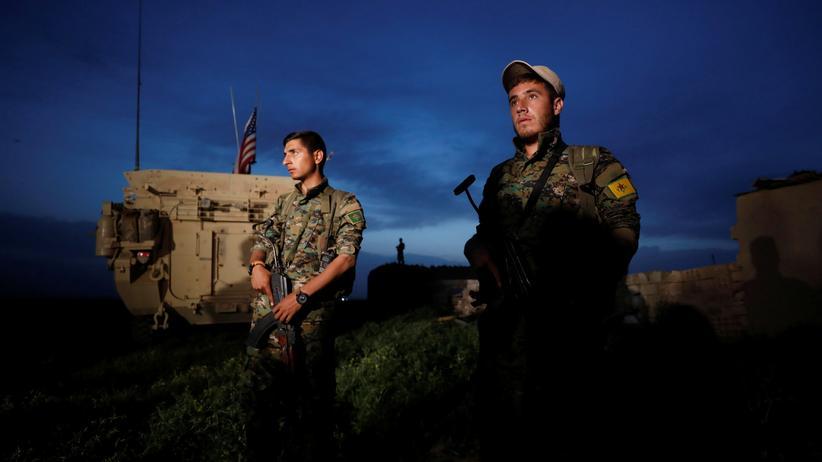 Syrien: Kurdische YPG-Kämpfer im syrischen Darbasia, nahe der türkischen Grenze