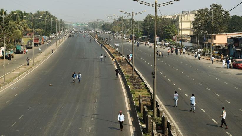 "Prosteste in Indien: Indiens ""Unberührbare"" legen Millionenstadt Mumbai lahm"