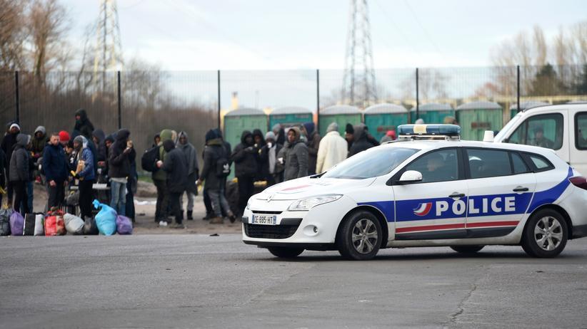 Calais: Innenminister spricht von nie gekanntem Ausmaß der Gewalt