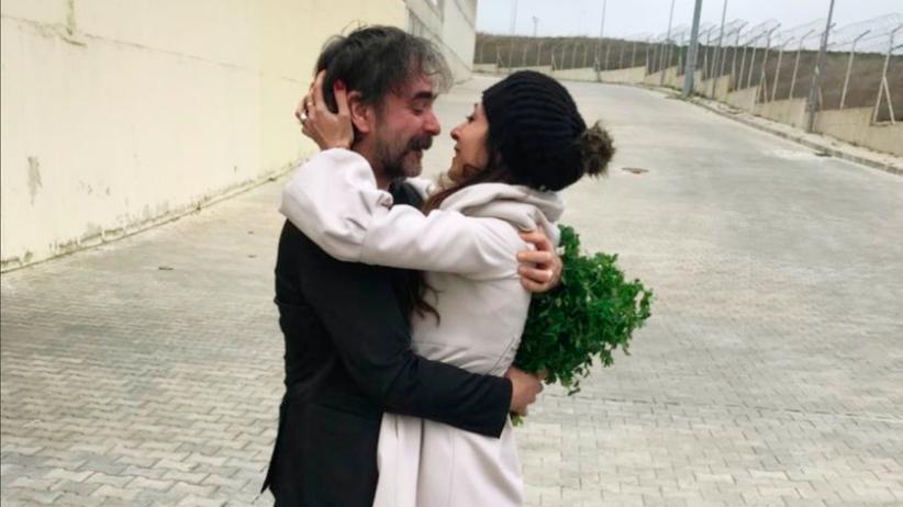 Deniz Yücel: Yücel direkt nach seiner Freilassung mit seiner Frau Dilek