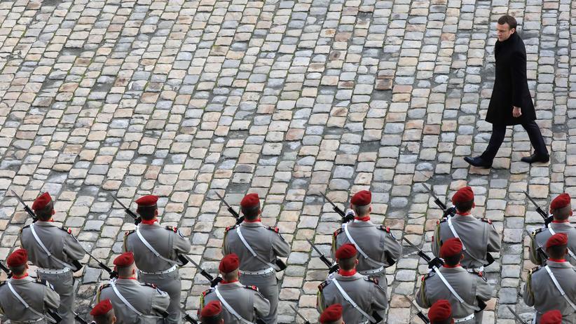 Verteidigung: Frankreichs Präsident Emmanuel Macron bei der Truppeninspektion