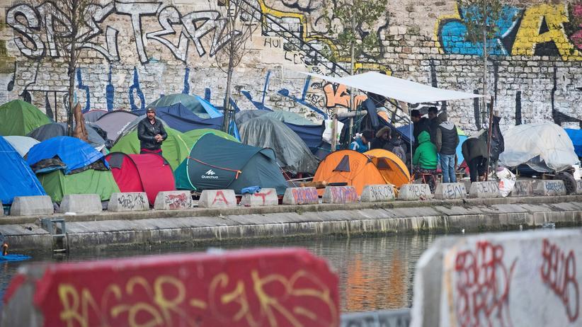 Asyl: Ein impovisiertes Zeltcamp von Flüchtlingen am Saint-Martin-Kanal in Paris.
