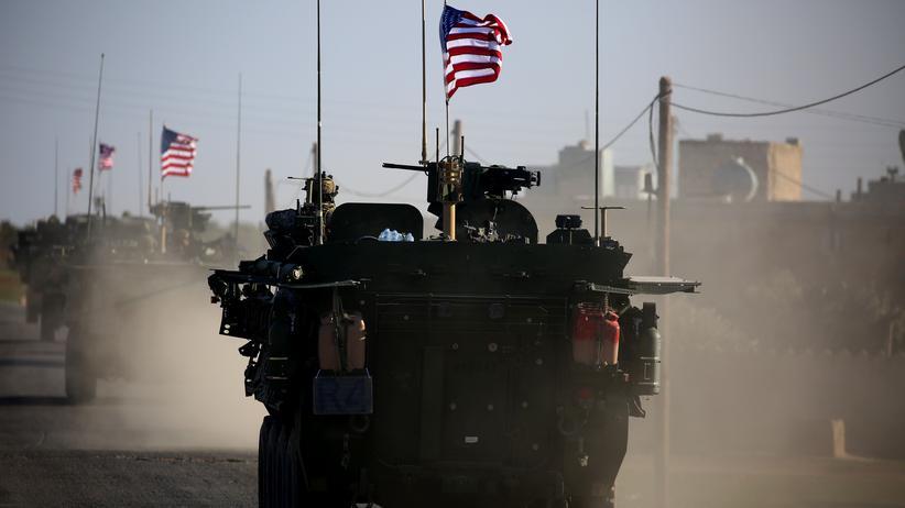 Krieg in Syrien: US-Streitkräfte unterstützen die sogenannten Syrischen Demokratischen Kräfte (SDF). Diese stehen sich wieder zunehmend mit den Regierungstruppen Assads feindlich gegenüber.