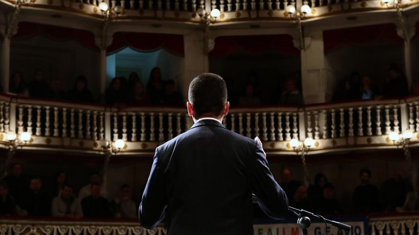 Parlamentswahl in Italien: Und im Hintergrund Berlusconi