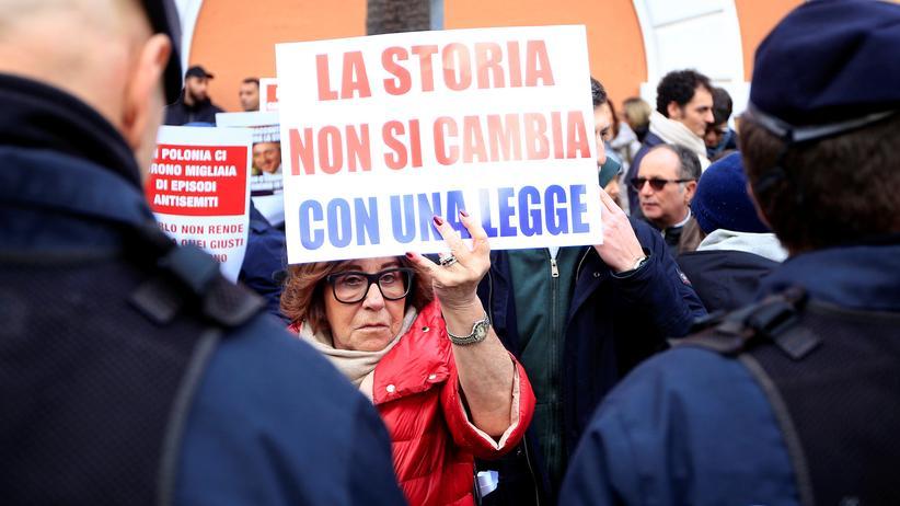 Holocaust-Gesetz: Demonstration gegen das umstrittene Holocaust-Gesetz vor der polnischen Botschaft in Rom.