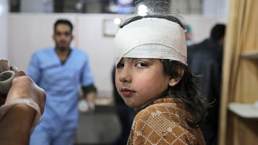 Syrien-Krieg: Ein verwundetes Mädchen in einer provisorischen Krankenstation bei Ostghuta 2018.
