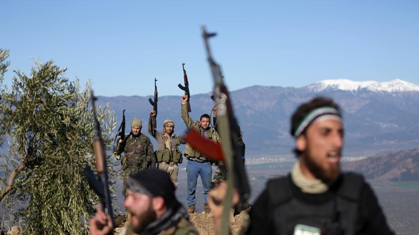 Menschenrechtsorganisation: Syrische Kämpfer, die von der Türkei unterstützt werden, bei Afrin
