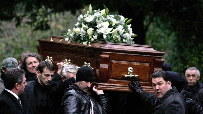 Großbritannien: Der Ex-Doppelagent Litwinenko wird in Italien beerdigt. Auch bei seinem Tod vermuten britische Ermittler eine russische Beteiligung.