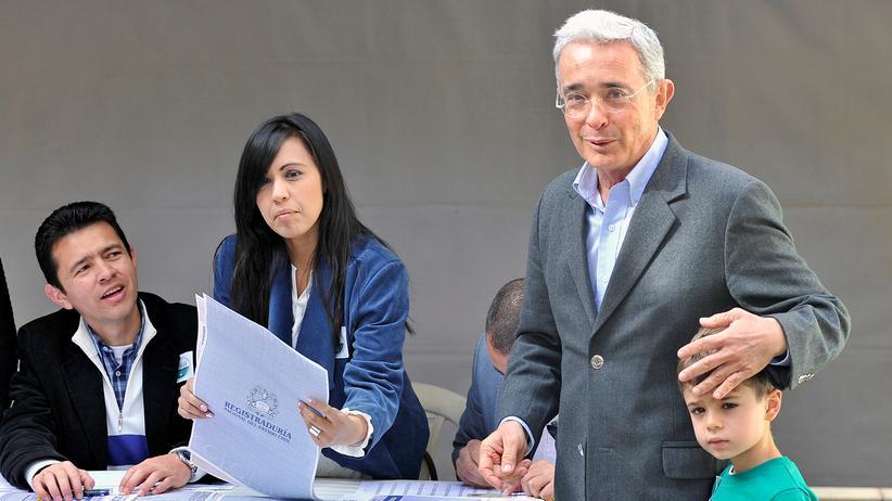 Kolumbiens Ex-Präsident Alvaro Uribe ist bei den Parlamentswahlen erfolgreich.